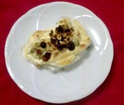 Merluza gratinada con frutos secos
