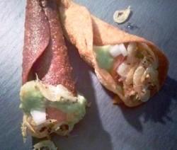 cornetes-de-guacamole-con-quisquillas